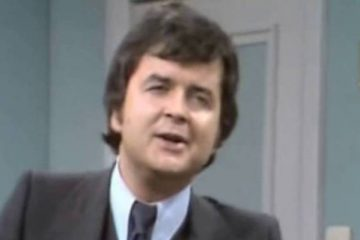 rodney bewes stars in the itv sitcom dear mother love albert