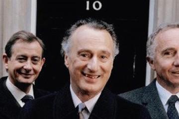 paul eddington , nigel hawthorne and derek fowlds star in yes prime minister