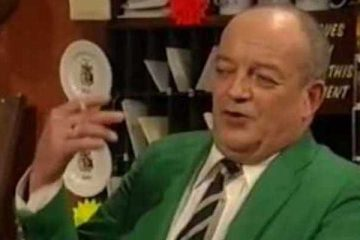 tim healy stars in the john sullivan sitcom heartburn hotel