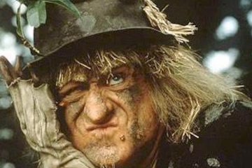 jon pertwee takes on the role of scarecrow worzel gummidge
