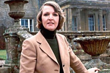 Penelope keith is audrey forbes hamilton in 19790's BBC classic sitcom to the manor born