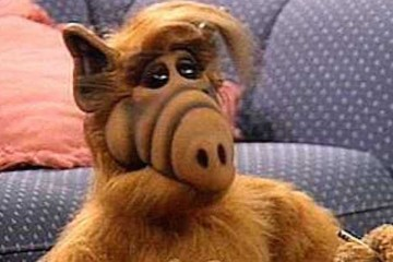 Star of the hiy US comedy series that was very popular in the UK - Alf