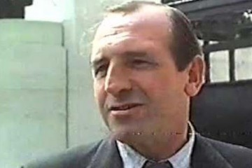 Leonard rossiter stars as charles barker in the 1978 british comedy film short the waterloo bridge handicap