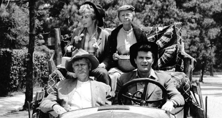 the clampett family load up their truck and move to Beverly Hills