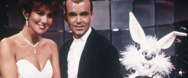 ringo rabbit and linda lizard join wayne dobson for his tv show a kind of magic